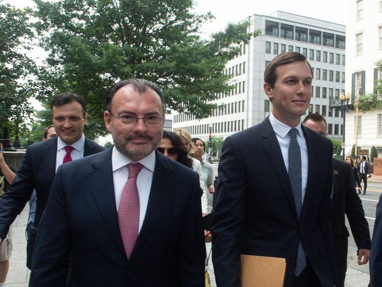 Le ministre mexicain des Affaires étrangères, Luis Videgaray, et Jared Kushner avant l'annonce