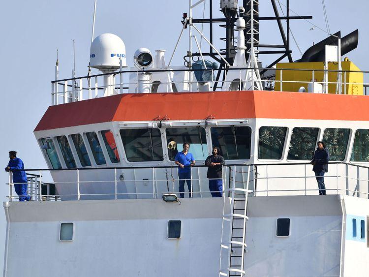 L'équipage s'est tenu sain d'esprit en lisant, faisant l'entretien et la famille WhatsApping