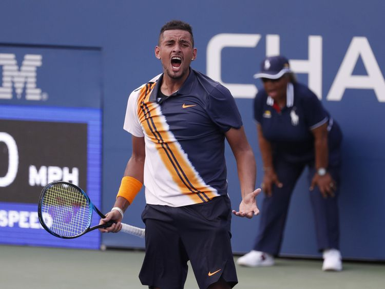 30 août 2018; New York, NY, États-Unis; Nick Kyrgios, d'Autriche, célèbre son point de match contre le Français Pierre-Hugues Herbert dans un match du deuxième tour du tournoi de tennis US Open de 2018 au Centre national de tennis USTA Billie Jean King. Crédit obligatoire: Jerry Lai-USA TODAY Sports