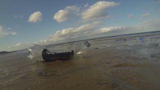 """Une bouteille en plastique qui se biodégrade en deux à trois semaines est soutenue par l'investissement de la campagne Ocean Rescue de Sky. """"Srcset ="""" https://e3.365dm.com/18/07/320x180/skynews-plastic-biodegrable_4372173 .jpg? 20180726151815 320w, https://e3.365dm.com/18/07/640x380/skynews-plastic-biodegrable_4372173.jpg?20180726151815 640w, https://e3.365dm.com/18/07/736x414/skynews -plastique-biodegrable_4372173.jpg? 20180726151815 736w, https://e3.365dm.com/18/07/992x558/skynews-plastic-biodegrable_4372173.jpg?20180726151815 992w, https://e3.365dm.com/18/07 /1096x616/skynews-plastic-biodegrable_4372173.jpg?20180726151815 1096w, https://e3.365dm.com/18/07/1600x900/skynews-plastic-biodegrable_4372173.jpg?20180726151815 1600w, https://e3.365dm.com /18/07/1920x1080/skynews-plastic-biodegrable_4372173.jpg?20180726151815 1920w, https://e3.365dm.com/18/07/2048x1152/skynews-plastic-biodegrable_4372173.jpg?20180726151815 2048w """"sizes ="""" (min - Largeur: 900px) 992px, 100vw"""