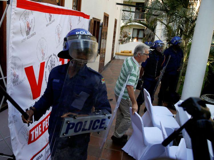 Police anti-émeute à Harare