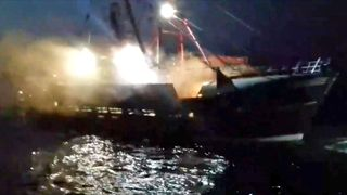 "Des bombes à fumée auraient été lancées sur des navires anglais et écossais. Pic: Anthony Quenel ""srcset ="" https://e3.365dm.com/18/08/320x180/skynews-scallop-fishermen-french-petrol-bombs_4404335.jpg?20180829080338 320w, https://e3.365dm.com /18/08/640x380/skynews-scallop-fishermen-french-petrol-bombs_4404335.jpg?20180829080338 640w, https://e3.365dm.com/18/08/736x414/skynews-scallop-fishermen-french-petrol- bombs_4404335.jpg? 20180829080338 736w, https://e3.365dm.com/18/08/992x558/skynews-scallop-fishermen-french-petrol-bombs_4404335.jpg?20180829080338 992w, https://e3.365dm.com/ 18/08 / 1096x616 / skynews-scallop-fishermen-french-petrol-bombs_4404335.jpg? 20180829080338 1096w, https://e3.365dm.com/18/08/1600x900/skynews-scallop-fishermen-french-petrol-bombs_4404335 .jpg? 20180829080338 1600w, https://e3.365dm.com/18/08/1920x1080/skynews-scallop-fishermen-french-petrol-bombs_4404335.jpg?20180829080338 1920w, https://e3.365dm.com/18 /08/2048x1152/skynews-scallop-fishermen-french-petrol-bombs_4404335.jpg?20180829080338 2048w ""tailles ="" (min-width: 900px) 992px, 100vw"
