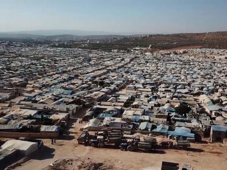 Le camp pour personnes déplacées s'étend au loin