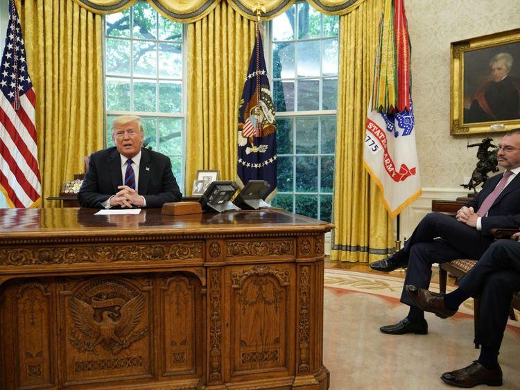 Donald Trump a fait l'annonce avec le président mexicain au téléphone, et le ministre mexicain des Affaires étrangères Luis Videgaray à proximité