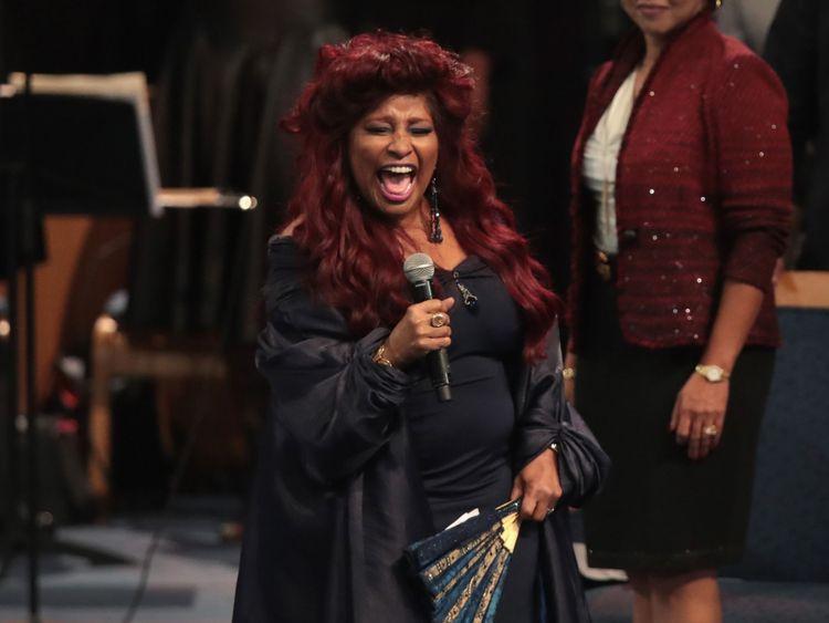 Chaka Khan chante pendant le service pour Aretha Franklin