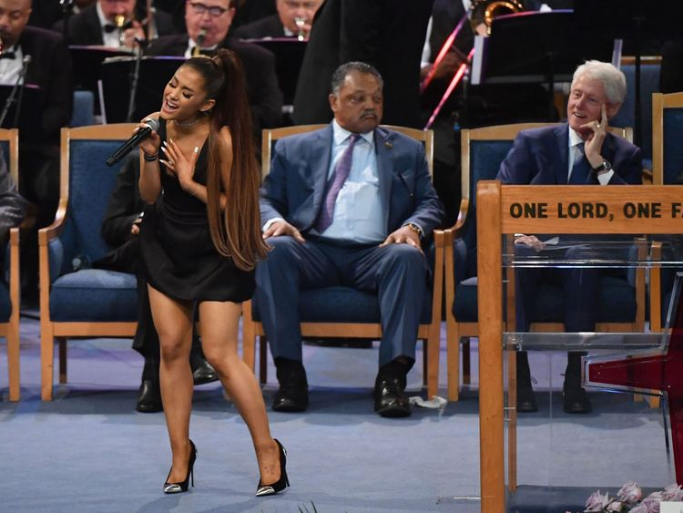 Ariana Grande a chanté Natural Woman en hommage à Aretha Franklin