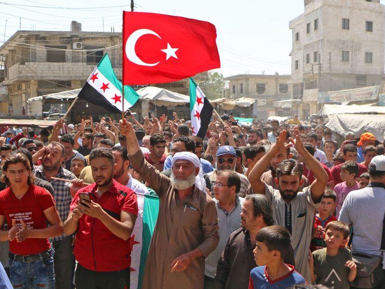 Les manifestants dans les zones tenues par les rebelles se sont rassemblés contre l'action de l'Etat