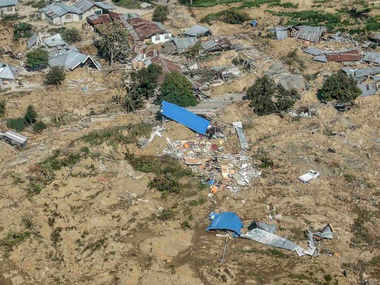 Une vue aérienne d'une partie de la ville détruite par un tremblement de terre et un tsunami à Palu