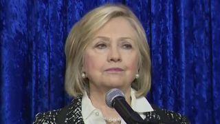 Hillary Clinton a réagi à l'alerte de colis suspect chez elle et aux menaces pesant sur Obama et CNN.