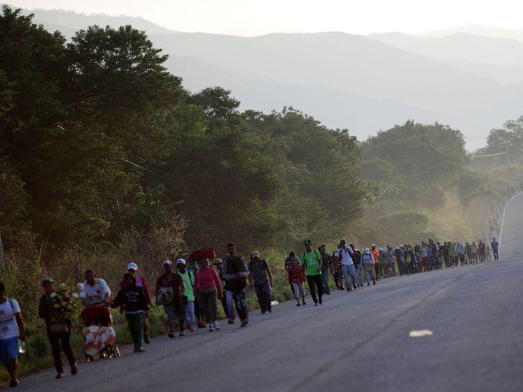 La caravane de 3 000 hommes s'est dirigée vers Santiago Niltepec, une ville du sud-ouest du Mexique.
