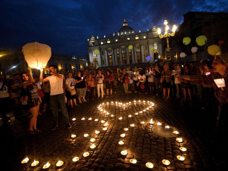 Manifestants au Vatican marquant le 30e anniversaire de la disparition d'Emanuela Orlandi en 2013
