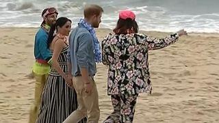 """Les Royaux chaussent leurs chaussures alors qu'ils visitent la plage de Bondi """"srcset ="""" https://e3.365dm.com/18/10/320x180/skynews-harry-meghan-bondi-beach_4457188.jpg?20181018224355 320w, https: // e3 .365dm.com / 18/10 / 640x380 / skynews-harry-meghan-bondi-beach_4457188.jpg? 20181018224355 640w, https://e3.365dm.com/18/10/736x414/skynews-harry-meghan-bondi- beach_4457188.jpg? 20181018224355 736w, https://e3.365dm.com/18/10/992x558/skynews-harry-meghan-bondi-beach_4457188.jpg?20181018224355 992w, https://e3.365dm.com/18/ 10 / 1096x616 / skynews-harry-meghan-bondi-beach_4457188.jpg? 20181018224355 1096w, https://e3.365dm.com/18/10/1600x900/skynews-harry-meghan-bondi-beach_4457188.jpg?20181018281818181818181818181818181818181818181818181818181818181818181818181818181818181818181818181818181818181818181818181818181818181818181818181818181818181418181418141819 avec un motif clair https://e3.365dm.com/18/10/1920x1080/skynews-harry-meghan-bondi-beach_4457188.jpg?20181018224355 1920w, https://e3.365dm.com/18/10/2048x1152/skynews-harry -meghan-bondi-beach_4457188.jpg? 20181018224355 2048w """"tailles ="""" (largeur minimale: 900px) 992px, 100vw"""