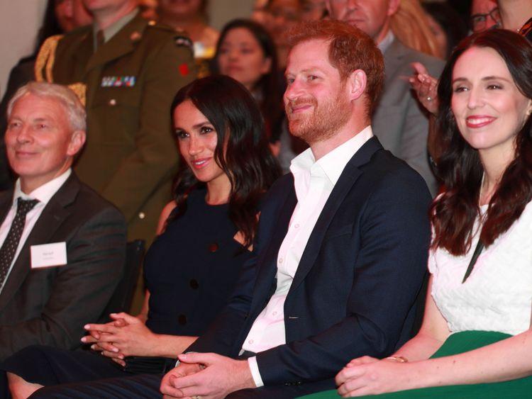 Le duc et la duchesse avec le Premier ministre de la Nouvelle-Zélande lors d'une réception au War Memorial Museum