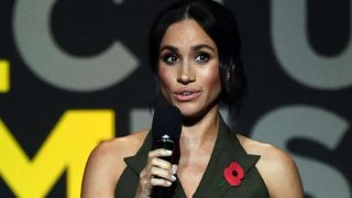 "La duchesse de Sussex à la cérémonie de clôture des Jeux Invictus ""srcset ="" https://e3.365dm.com/18/10/320x180/skynews-meghan-duchess-of-sussex_4466617.jpg?20181027152007 320w, https: / /e3.365dm.com/18/10/640x380/skynews-meghan-duchess-of-sussex_4466617.jpg?20181027152007 640w, https://e3.365dm.com/18/10/736x414/skynews-meghan-duchess- of-sussex_4466617.jpg? 20181027152007 736w, https://e3.365dm.com/18/10/992x558/skynews-meghan-duchess-of-sussex_4466617.jpg?20181027152007 992w, https://e3.365dm.com/ 18/10 / 1096x616 / skynews-meghan-duchesse-de-sussex_4466617.jpg? 20181027152007 1096w, https://e3.365dm.com/18/10/1600x900/skynews-meghan-duchess-of-sussex_4466617.jpg? 1600w, https://e3.365dm.com/18/10/1920x1080/skynews-meghan-duchess-of-sussex_4466617.jpg?20181027152007 1920w, https://e3.365dm.com/18/10/2048x1152/skynews -meghan-duchesse-de-sussex_4466617.jpg? 20181027152007 2048w ""tailles ="" (largeur minimale: 900px) 992px, 100vw"