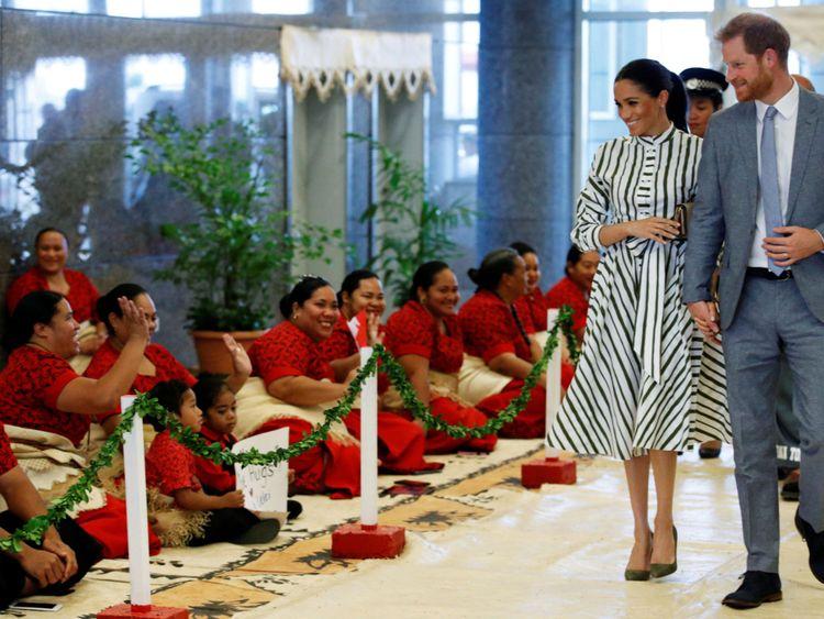 Harry et Meghan arrivent pour leur rencontre avec le Premier ministre des Tonga