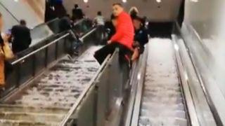 """La grêle et la pluie envahissent un escalator à Rome """"srcset ="""" https://e3.365dm.com/18/10/320x180/skynews-rome-hail-rain-floods_4461644.jpg?20181023090905 320w, https: //e3.365dm .com / 18/10 / 640x380 / skynews-rome-grêle-pluie-inondations_4461644.jpg? 20181023090905 640w, https://e3.365dm.com/18/10/736x414/skynews-rome-hail-rain-floods_4461644. jpg? 20181023090905 736w, https://e3.365dm.com/18/10/992x558/skynews-rome-hail-rain-floods_4461644.jpg?20181023090905 992w, https://e3.365dm.com/18/10/ 1096x616 / skynews-rome-grêle-pluie-inondations_4461644.jpg? 20181023090905 1096w, https://e3.365dm.com/18/10/1600x900/skynews-rome-hail-rain-floods_4461644.jpg?go=203029090909090309090309090309030903090903090303090309030903090309090P.Png //e3.365dm.com/18/10/1920x1080/skynews-rome-hail-rain-floods_4461644.jpg?20181023090905 1920w, https://e3.365dm.com/18/10/2048x1152/skynews-rome-hail -rain-floods_4461644.jpg? 20181023090905 2048w """"tailles ="""" (largeur minimale: 900px) 992px, 100vw"""