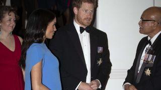"""Suva, Fidji - 23 octobre: Prince Harry, duc de Sussex et Meghan, duchesse de Sussex arrivent pour le dîner d'État le 23 octobre 2018 à Suva, Fidji. Le duc et la duchesse de Sussex participent actuellement à leur tournée officielle d'automne de 16 jours dans des villes d'Australie, des Fidji, des Tonga et de Nouvelle-Zélande """"srcset ="""" https://e3.365dm.com/18/10/320x180/skynews-royals- meghan-harry_4462106.jpg? 20181023155813 320w, https://e3.365dm.com/18/10/640x380/skynews-royals-meghan-harry_4462106.jpg?20181023155813 640w, https://e3.365dm.com/18/ 10 / 736x414 / skynews-royals-meghan-harry_4462106.jpg? 20181023155813 736w, https://e3.365dm.com/18/10/992x558/skynews-royals-meghan-harry_4462106.jpg?s encore une fois, cliquez sur le lien ci-dessous. e3.365dm.com/18/10/1096x616/skynews-royals-meghan-harry_4462106.jpg?20181023155813 1096w, https://e3.365dm.com/18/10/1600x900/skynews-royals-meghan-harghan_4462106.jpg ? 20181023155813 1600w, https://e3.365dm.com/18/10/1920x1080/skynews-royals-meghan-harry_4462106.jpg?20181023155813 1920w, https://e3.365dm.com/18/10/2048x1152/skynews -royals-meghan-harry_4462106.jpg? 20181023155813 2048w """"tailles ="""" (largeur minimale: 900px) 992px, 100vw"""