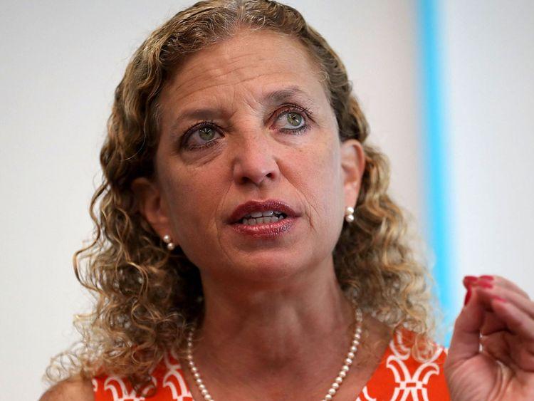 Le colis envoyé au bureau de Mme Schultz aurait été adressé au procureur général Eric Holder