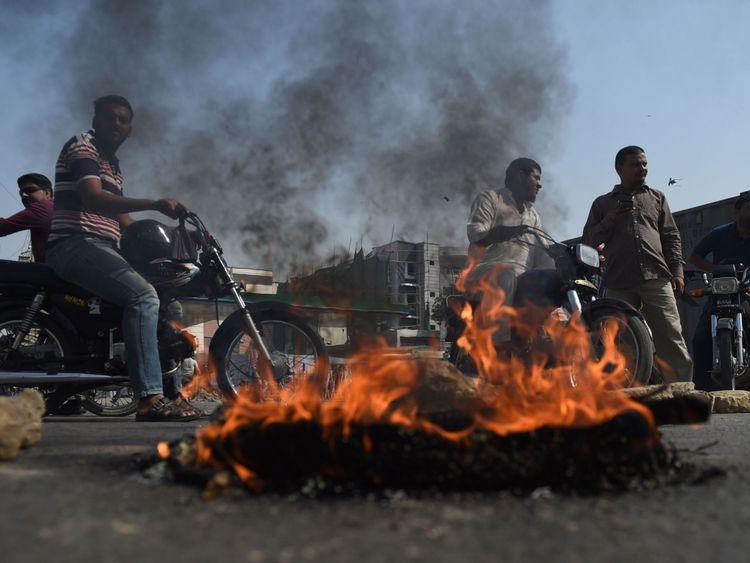 Les routes ont été bloquées dans les villes à travers le Pakistan