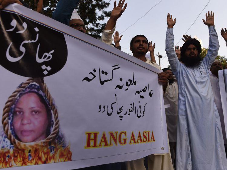 Des manifestants pakistanais appellent à la pendaison d'Asia Bibi