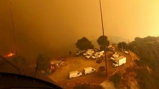 """Un hélicoptère sauve des personnes d'un sommet de la montagne à Malibu lors de feux de forêt en Californie """"srcset ="""" https://e3.365dm.com/18/11/320x180/skynews-california-wildfire_4494054.jpg?20181120132954 320w, https: // e3. 365dm.com/18/11/640x380/skynews-california-wildfire_4494054.jpg?20181120132954 640w, https://e3.365dm.com/18/11/736x414/skynews-california-wildfire_4494054.jpg?2018111319131913301913151914193019131930191319301913193019191519301919151930191919151914193) //e3.365dm.com/18/11/992x558/skynews-california-wildfire_4494054.jpg?20181120132954 992w, https://e3.365dm.com/18/11/1096x616/skynews-california-wildfire_4494054.sec, une salle 1096w, https://e3.365dm.com/18/11/1600x900/skynews-california-wildfire_4494054.jpg?20181120132954 1600w, https://e3.365dm.com/18/11/1920x1080/skynes-california-wildfire_444040 .jpg? 20181120132954 1920w, https://e3.365dm.com/18/11/2048x1152/skynews-california-wildfire_4494054.jpg?20181120132954 2048w """"tailles ="""" (min-largeur: 900px) 992px, 100vw"""