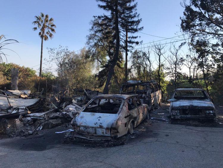 Détruit des voitures dans une banlieue de Malibu