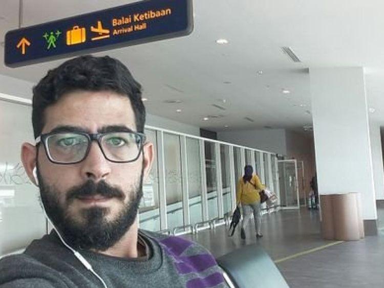 Hassan al Kontar n'a pas été autorisé à entrer en Malaisie, mais n'a pas été autorisé non plus dans un avion. Pic: Hassan Al Kontar / Twitter