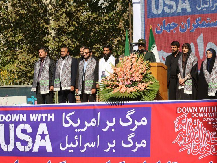 Commandant des Major Iraniens, le commandant des gardiens de la révolution iranien, parle (C)