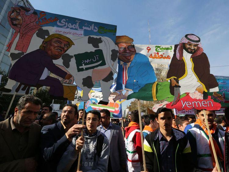 Les manifestants se moquent du président Donald Trump, du roi Salman d'Arabie saoudite et du prince héritier Mohammed bin Salman