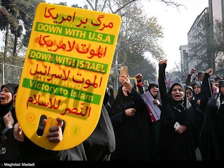 Des femmes iraniennes se rassemblent pour marquer l'anniversaire de la saisie de l'ambassade américaine