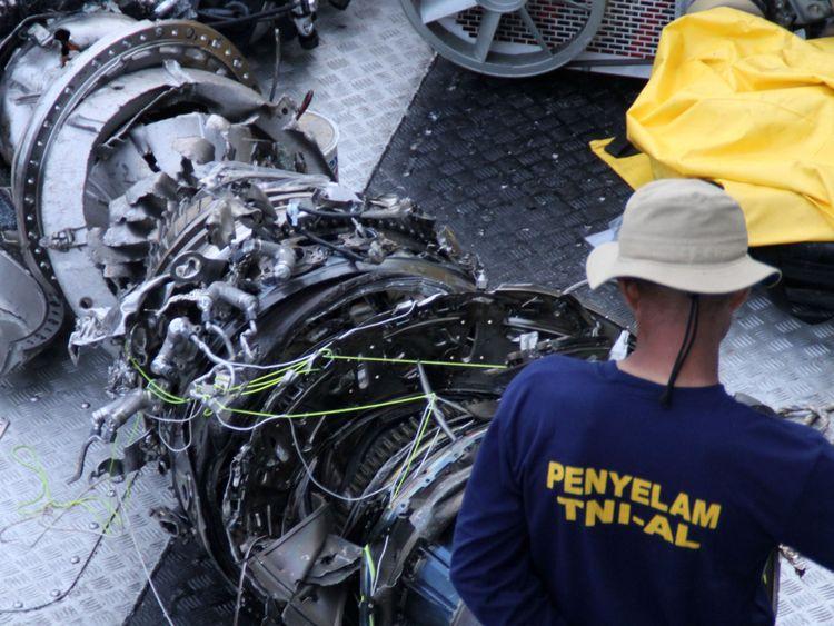 Les enquêteurs tentent de comprendre la cause de la catastrophe