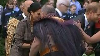"""La duchesse de Sussex reçoit un message d'accueil traditionnel des Maoris à Wellington, en Nouvelle-Zélande """"srcset ="""" https://e3.365dm.com/18/10/320x180/skynews-meghan-duchess-of-sussex_4467616.jpg?20181028092052 320w, https : //e3.365dm.com/18/10/640x380/skynews-meghan-duchess-of-sussex_4467616.jpg? 20181028092052 640w, https://e3.365dm.com/18/10/736x414/skynes-meghan- duchess-of-sussex_4467616.jpg? 20181028092052 736w, https://e3.365dm.com/18/10/992x558/skynews-meghan-duchess-of-sussex_4467616.jpg?20181028092052 992w, https: //e3.33. com / 18/10 / 1096x616 / skynews-meghan-duchesse-de-sussex_4467616.jpg? 20181028092052 1096w, https://e3.365dm.com/18/10/1600x900/skynews-meghan-duchess-of-sussex_4467616.jpg ? 20181028092052 1600w, https://e3.365dm.com/18/10/1920x1080/skynews-meghan-duchess-of-sussex_4467616.jpg?20181028092052 1920w, https://e3.365dm.com/18/10/2048x1152 /skynews-meghan-duchess-of-sussex_4467616.jpg?20181028092052 2048w """"tailles ="""" (min-largeur: 900px) 992px, 100vw"""