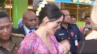 """La duchesse de Sussex se précipite hors des marchés à Fidji pour des raisons de sécurité """"srcset ="""" https://e3.365dm.com/18/10/320x180/skynews-meghan-duchess-sussex_4462810.jpg?20181024064040 320w, https: / /e3.365dm.com/18/10/640x380/skynews-meghan-duchess-sussex_4462810.jpg?20181024064140 640w, https://e3.365dm.com/18/10/736x414/skynews-meghan-duchess-sussex_44628. jpg? 20181024064140 736w, https://e3.365dm.com/18/10/992x558/skynews-meghan-duchess-sussex_4462810.jpg?20181024064140 992w, https://e3.365dm.com/18/10/10x616/ skynews-meghan-duchess-sussex_4462810.jpg? 20181024064140 1096w, https://e3.365dm.com/18/10/1600x900/skynews-meghan-duchess-sussex_4462810.jpg?uk=10154404140, https: /// com / 18/10 / 1920x1080 / skynews-meghan-duchess-sussex_4462810.jpg? 20181024064140 1920w, https://e3.365dm.com/18/10/2048x1152/skynews-meghan-duchess-sussex_446s40x4052, approximativement tailles = """"(largeur minimale: 900px) 992px, 100vw"""
