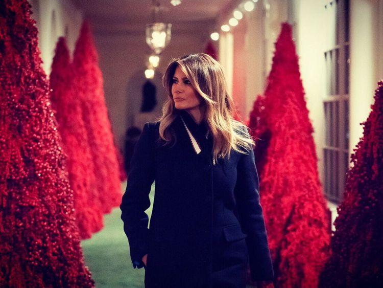 Un couloir bordé d'arbres rouges divise l'opinion. Pic: Melania Trump / Twitter