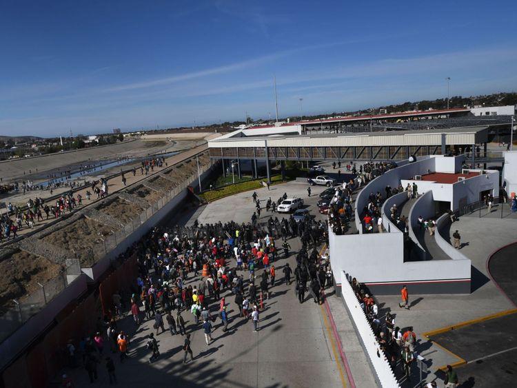 Des agents américains ont tiré des gaz lacrymogènes sur les migrants