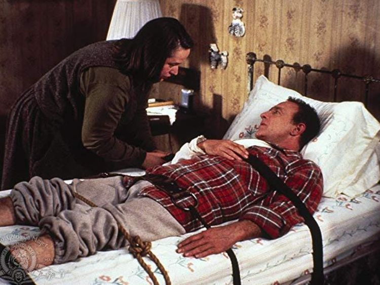 Kathy Bates et James Caan dans Misery, écrit par Stephen King, scénario par William Goldman