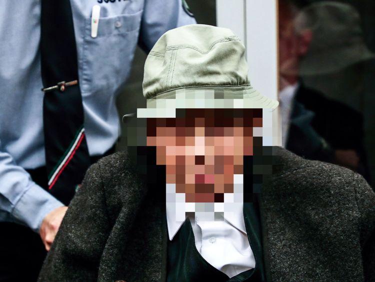 Johann Rehbogen est accusé de complicité de meurtre de masse même s'il n'est pas directement lié à un crime.