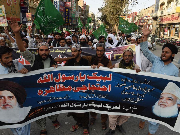 Les partisans de la ligne de métro Tehreek-e-Labaik au Pakistan sont descendus dans la rue