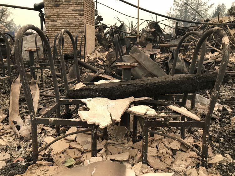 Cette maison a été complètement ravagée par le feu