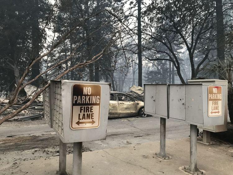 Le feu a été balayé par des vents de 50 mph
