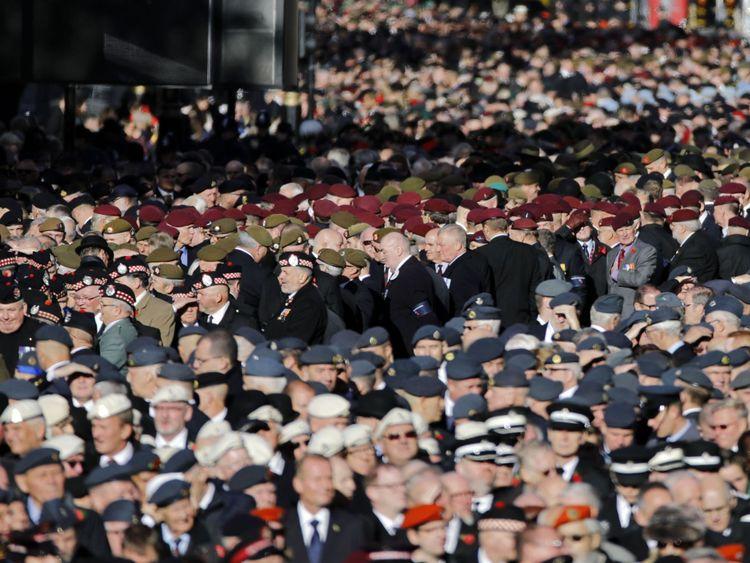 Les anciens combattants se rassemblent au début de la cérémonie des vétérans de la Légion royale britannique. Mars