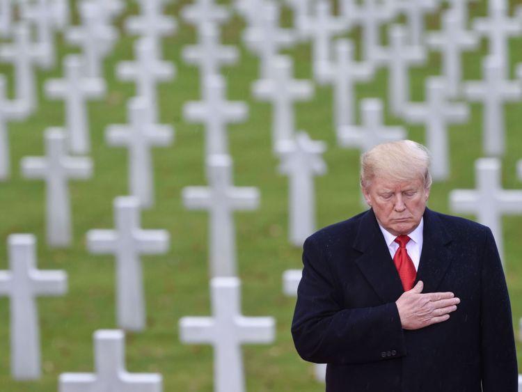 Donald Trump participe à une cérémonie américaine au cimetière américain de Suresnes
