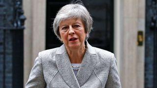 """Theresa May s'adresse aux médias """"srcset ="""" https://e3.365dm.com/18/11/320x180/skynews-theresa-may-brexit-statment_4495829.jpg?20181122125328 320w, https://e3.365dm.com/ 18/11 / 640x380 / skynews-theresa-may-brexit-statment_4495829.jpg? 20181122125328 640w, https://e3.365dm.com/18/11/736x414/skynews-theresa-may-brexit-statment_4495829.jpg 736w, https://e3.365dm.com/18/11/992x558/skynews-theresa-may-brexit-statment_4495829.jpg?20181122125328 992w, https://e3.365dm.com/18/11/1096x616/skynews -thesa-may-brexit-statment_4495829.jpg? 20181122125328 1096w, https://e3.365dm.com/18/11/1600x900/skynews-theresa-may-brexit-statment_4495829.jpg?2018112212128328, https: ///. .365dm.com / 18/11 / 1920x1080 / skynews-theresa-may-brexit-statment_4495829.jpg? 20181122125328 1920w, https://e3.365dm.com/18/11/2048x1152/skynews-theresa-may-brexit- statment_4495829.jpg? 20181122125328 2048w """"tailles ="""" (largeur minimale: 900px) 992px, 100vw"""