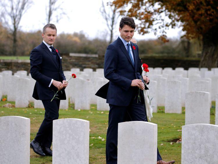 Justin Trudeau a été sur les tombes canadiennes en France
