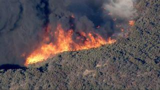 """Images aériennes du feu de forêt qui fait rage """"srcset ="""" https://e3.365dm.com/18/11/320x180/skynews-wildfire-california_4482201.jpg?20181109223415 320w, https://e3.365dm.com/18/11/ 640x, 640x, 640x380 / skynews-wildfire-california_4482201.jpg? 20181109223415 640w, https://e3.365dm.com/18/11/736x414/skynews-wildfire-california_4482201.jpg?sng=201411023434, 715w 18/11 / 992x558 / skynews-wildfire-california_4482201.jpg? 20181109223415 992w, https://e3.365dm.com/18/11/1096x616/skynews-wildfire-california_4482201.jpg ?202011019191921919191019, en développement 365dm.com/18/11/1600x900/skynews-wildfire-california_4482201.jpg?20181109223415 1600w, https://e3.365dm.com/18/11/1920x1080/skynews-wildfire- california_4482201.jpg de nos souvenirs //e3.365dm.com/18/11/2048x1152/skynews-wildfire-california_4482201.jpg?20181109223415 2048w """"values ="""" (largeur minimale: 900px) 992px, 100vw"""