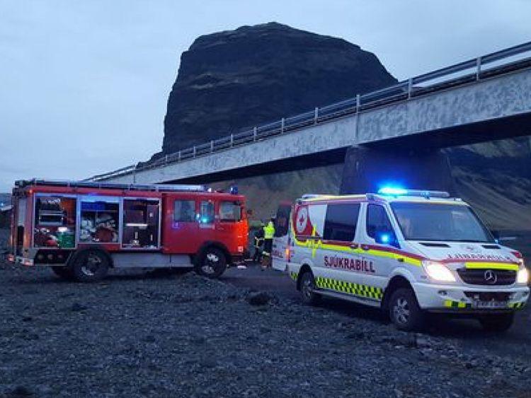 Services d'urgence sur les lieux. Pic: Adolf Ingi Erlingsson
