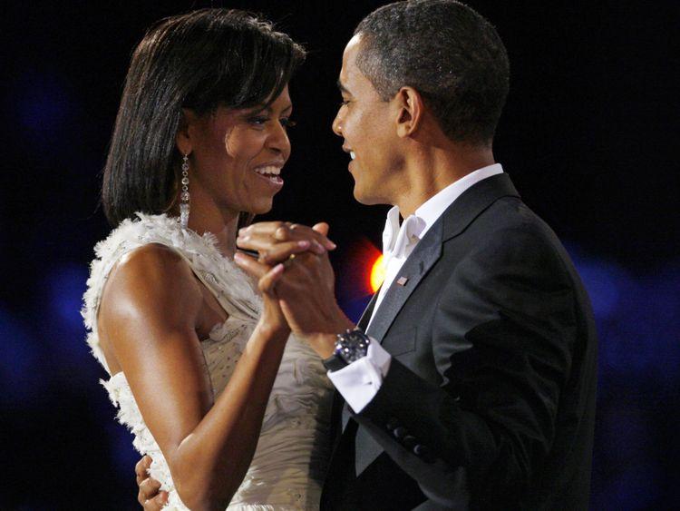 Michelle Obama et Barack Obama partagent leur première danse après son inauguration en 2009