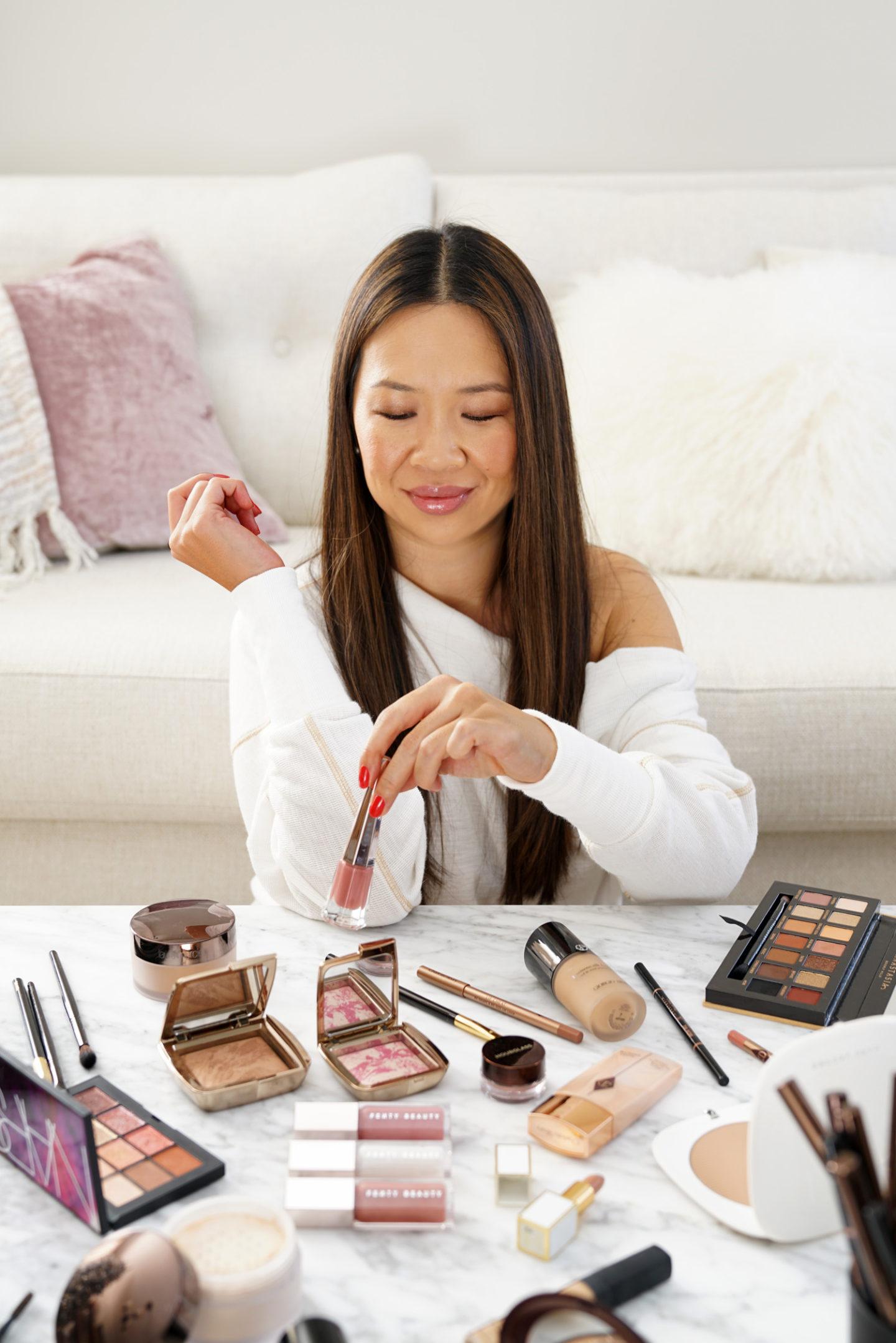 Un maquillage éclatant pour la peau composé d'un sablier, de Fenty, d'Anastasia Beverly Hills, de Charlotte Tilbury et de plus encore de Sephora