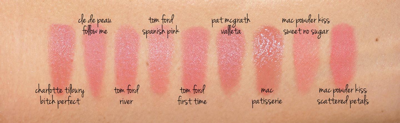 Échantillons de rouge à lèvres rose nude