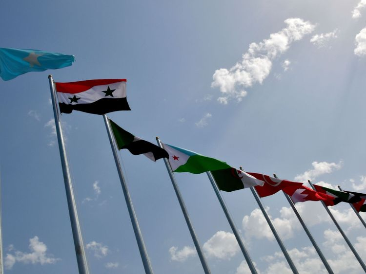 Cette photo montre les drapeaux nationaux des pays de la ligue arabe au centre Ithra lors du 29e sommet de la Ligue arabe à Dhahran, dans la province orientale de l'Arabie saoudite, le 15 avril 2018. (Photo de STR / AFP) (Le crédit photo doit se lire STR / AFP / Getty Images)